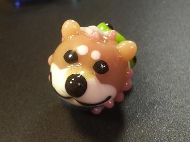 とんぼ玉 『柴犬とかえる』