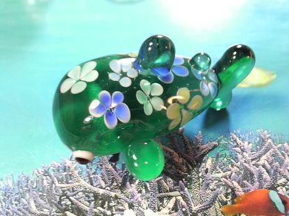 とんぼ玉 『花ジンベエザメ』