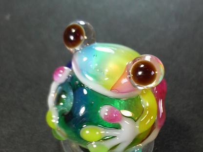 とんぼ玉 『虹かえる』