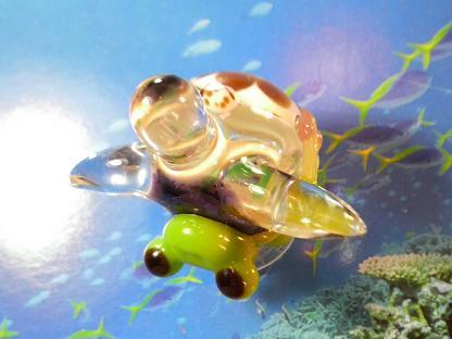 とんぼ玉 『美ら海ガメとかえる』