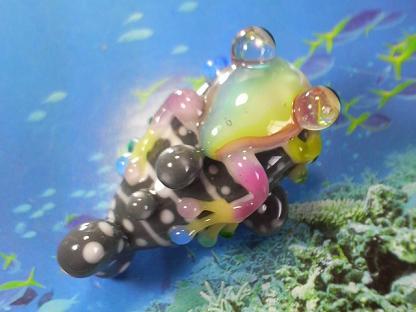 とんぼ玉 『虹かえる、美ら海へ』