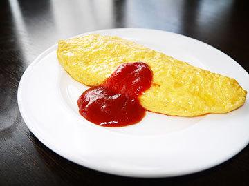 朝食で特製オムレツとワッフルを召し上がれ☆