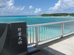 ラスト・アタック ~ 伊平屋島で生き続けた特攻隊の生き残り、飯井敏雄さんが建立した慰霊塔