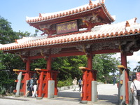 沖縄の代表的な観光名所、守礼門