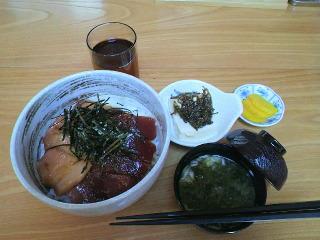 女川でマグロ丼!・・・女川コンテナ村