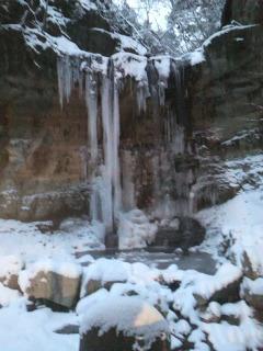 春は名のみの・・・凍みる滝