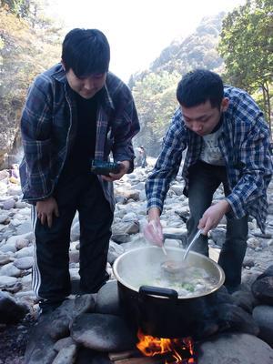 慰労と親睦の芋煮会