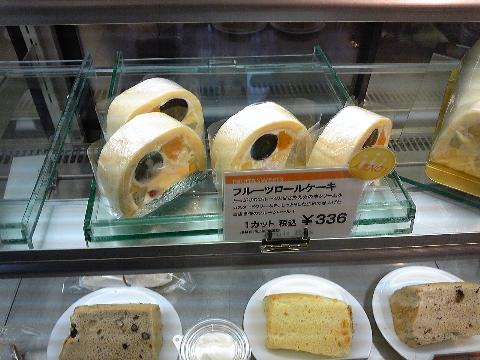 【いたがき本店】さんのフルーツロールケーキ