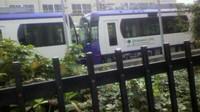 22日運転開始の都電荒川線8800 形の新車両は紫色