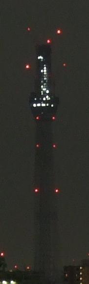 0時過ぎても灯りが点いてる工事中の東京スカイツリー