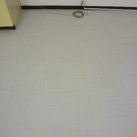 事務所の床 タイル