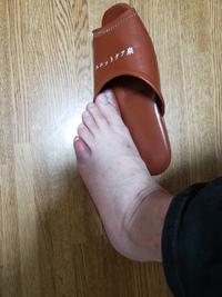 足の小指が……