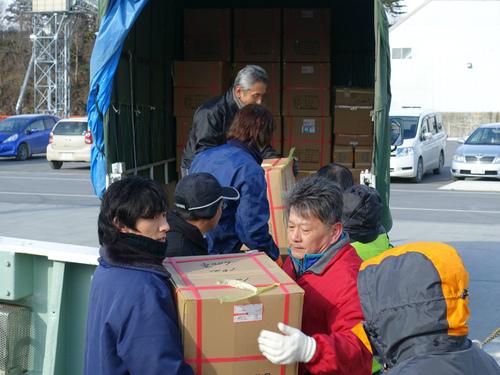 88勝栄丸の漁具・資材積込み