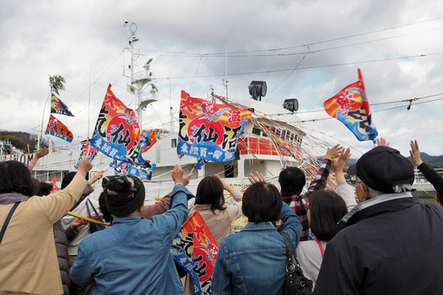 第8漁吉丸が気仙沼出港