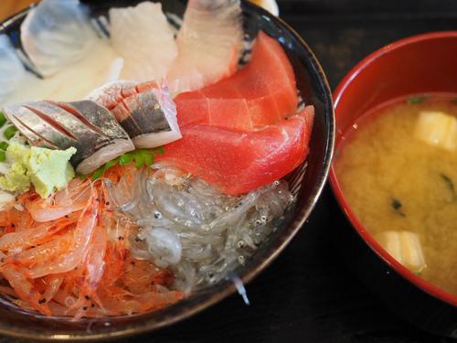 まぐろ館で海鮮丼ランチ