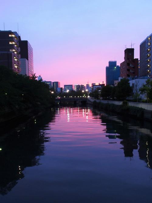 門前仲町での一瞬の夕焼けに