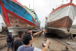 現地漁船のドックヤード