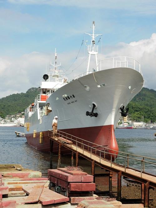第7勝栄丸が小鯖造船から下架に