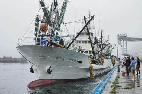 大型船がサンマ漁へ出港!