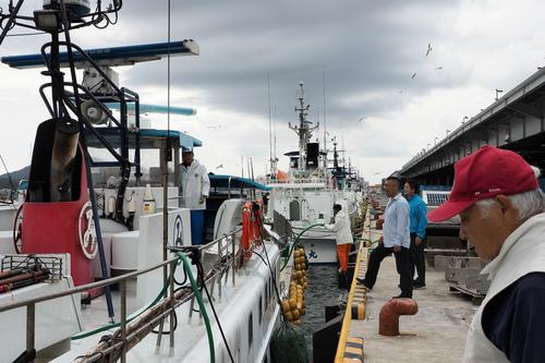 台風避難で続々と気仙沼港へ