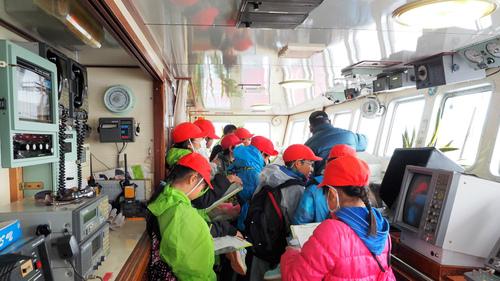 小学生のマグロ船見学会