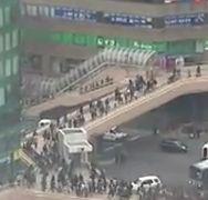 地震直後の仙台駅前