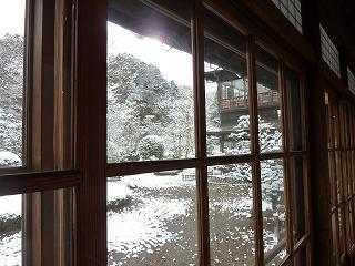 18日は雪で始まった