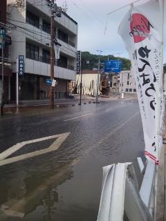 事務所前が水浸し