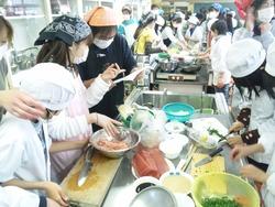 面瀬小学校「親子まぐろ料理教室」