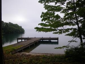十和田湖西湖畔を歩く