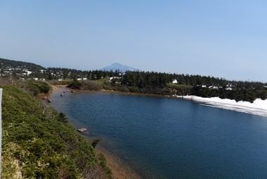岩手山とガマ沼