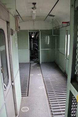 電源車 荷室