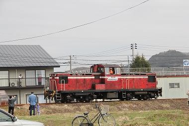 旧小坂鉄道を走行するDD131