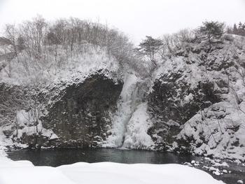 スノーシューで滝めぐり、してきました