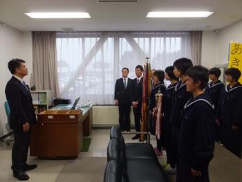 花輪高校駅伝女子チームが優勝報告に来てくれました。