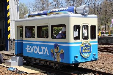 エボルタ電車と階段とござ