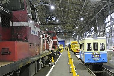 エボルタ電車とディーゼル機関車