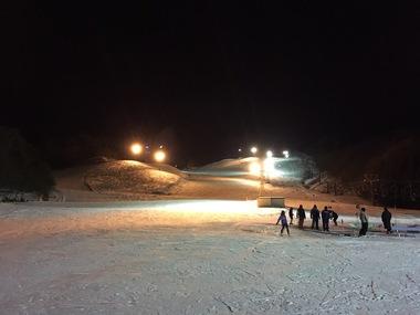 今日は水晶山スキー場、最後のナイター営業です!