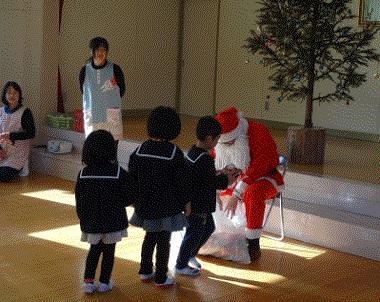 林業後継者連絡協議会クリスマスツリー贈呈活動について