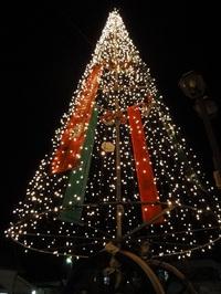 鹿角花輪駅前巨大クリスマスツリー