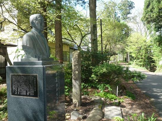 鹿角の偉人銅像