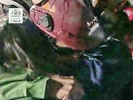 チリ北部鉱山 落盤事故 救出ライブ 4