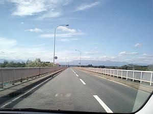 北上川を横断