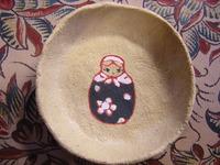 小皿にマトリョーシカを描きました。