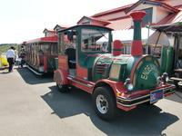 園内を巡回するバス