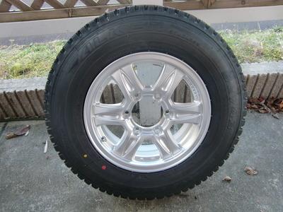セレンゲティのタイヤをスタッドレスに交換しました