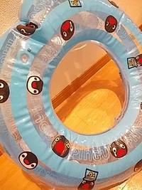 ペンギン柄の浮き輪