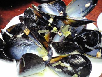 ムール貝を調理。