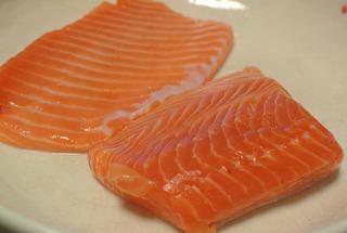 女川産の養殖銀鮭でバター焼き&刺身!