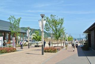 5月の女川駅前・レンガみちの風景
